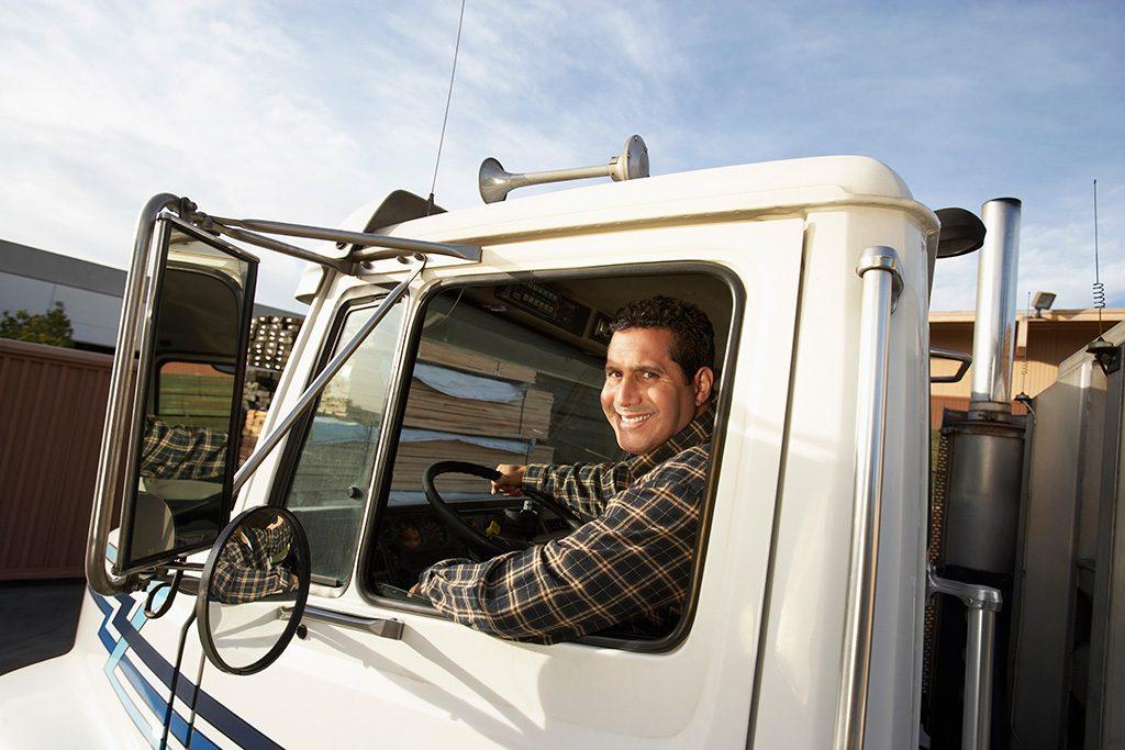 Motorista em um caminhão